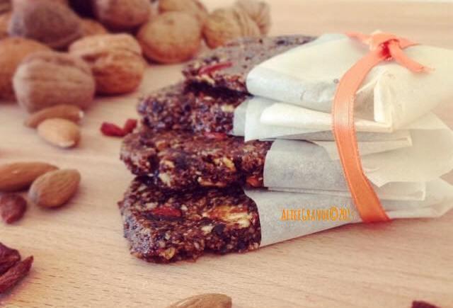 raw vegan fruit bars barrette goji frutta secca