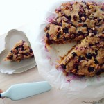 Torta all'acqua con uva fragola e crumble di noci   Grape walnut crumble vegan cake