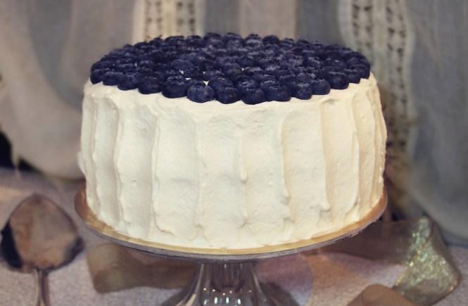 Torta con glassa allo yogurt e mirtilli Blueberry cardamom cake yogurt frosting
