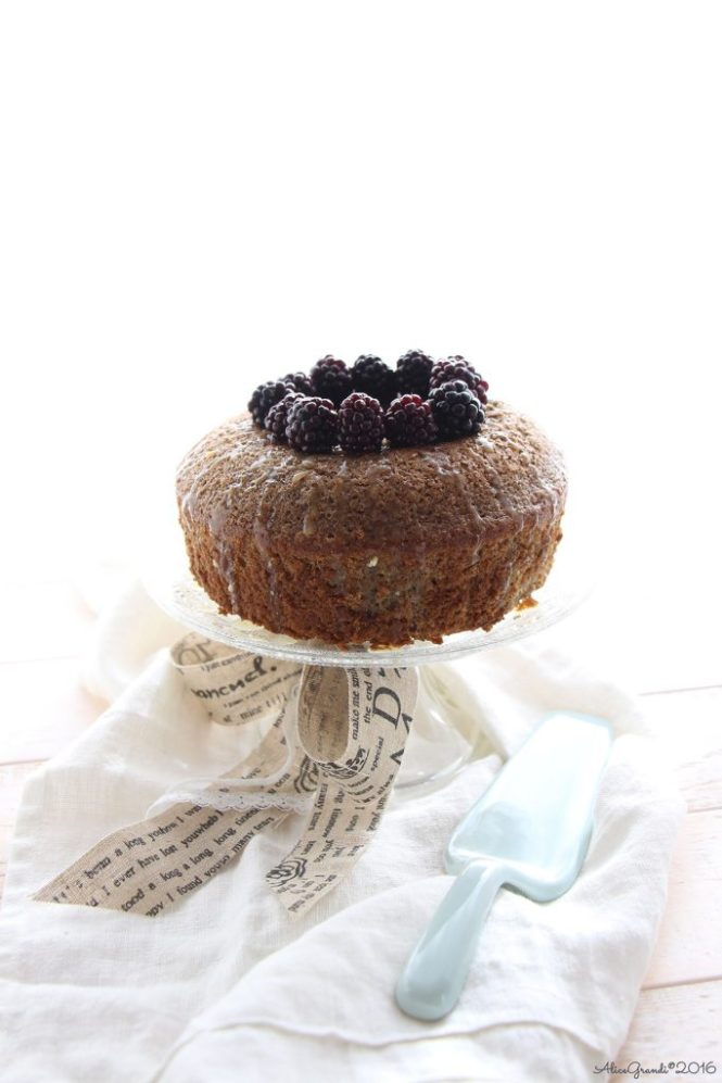 Fluffosa alle more e cioccolato bianco White chocolate & blackberry chiffon cake