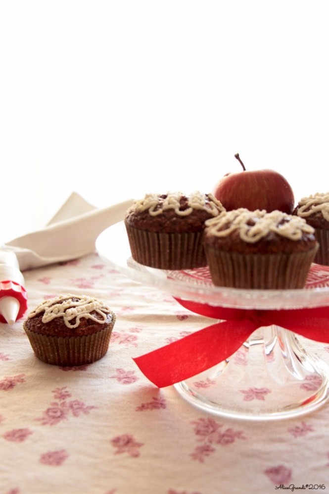 Cupcakes-mela-frosting-ricotta
