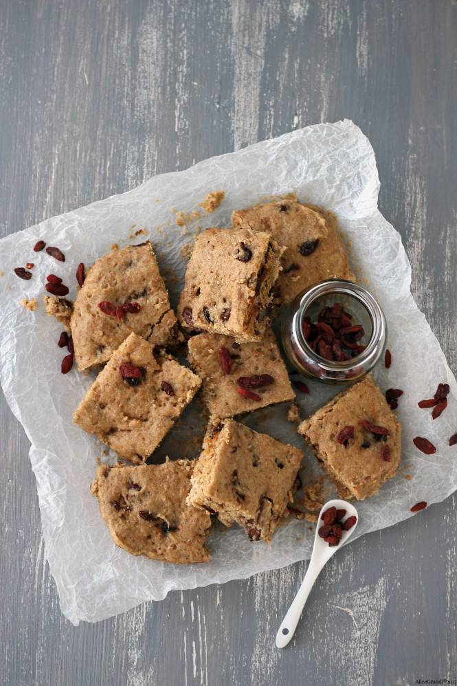 blondies-cioccolato-bianco-noci-pecan-goji-healthy-white-chocolate