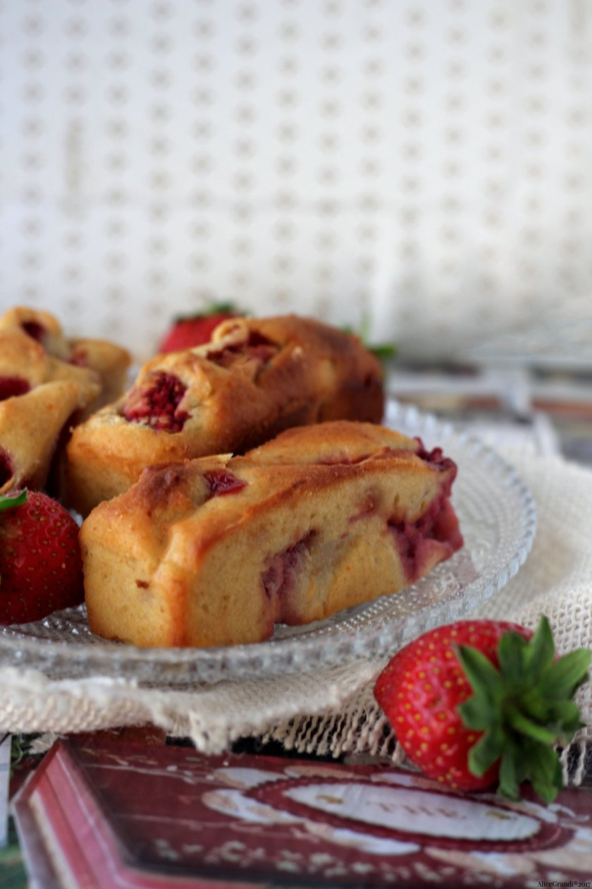 plumcake-soffici-ricotta-fragole-mini-strawberry-cakes