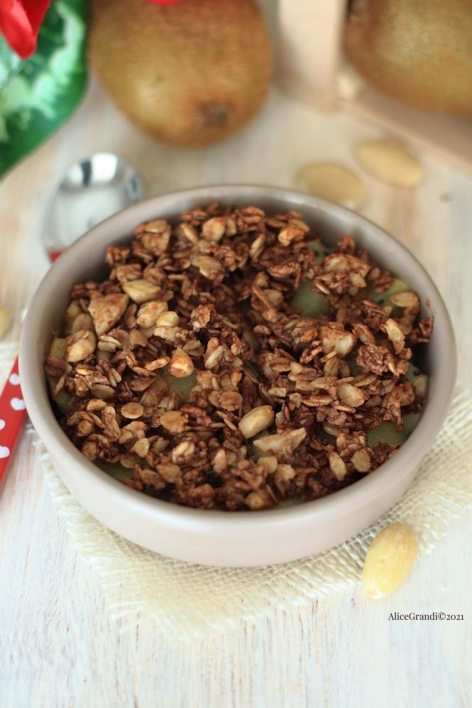 crumble-di-mandorle-vegan-cacao-kiwi-croccante