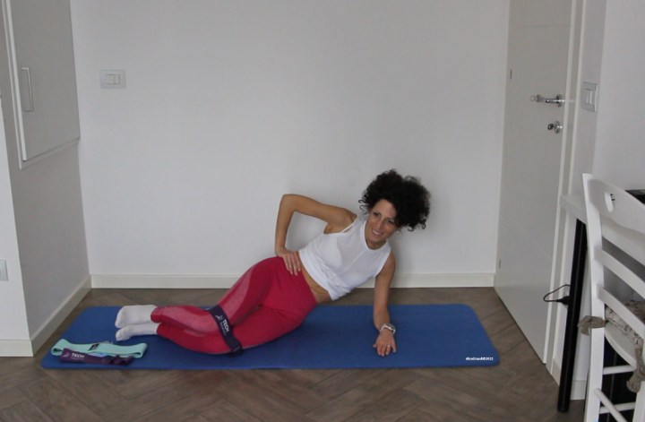 pilates-esercizi-a-casa-bande-elastiche