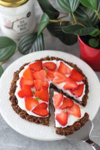 torta-fredda-allo-yogurt-fragole-muesli-fit-vegan
