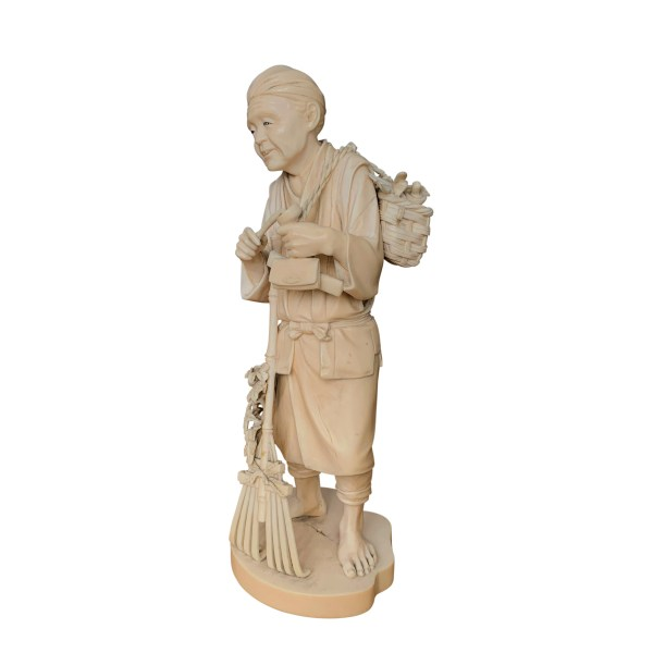 ANTIQUE JAPANESE IVORY OKIMONO OF A FARMER