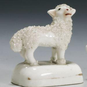 ANTIQUE STAFFORDSHIRE PORCELAIN FIGURE OF A SHEEP