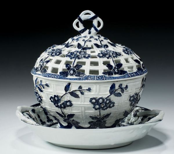 ANTIQUE DERBY PORCELAIN BLUE & WHITE TUREEN COVER AND STAND