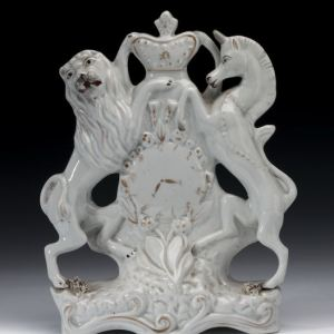 ANTIQUE STAFFORDSHIRE FIGURE OF THE ROYAL COAT OF ARMS
