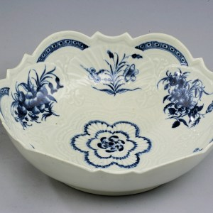 ANTIQUE WORCESTER PORCELAIN SALAD BOWL PAINTED FLOWERS