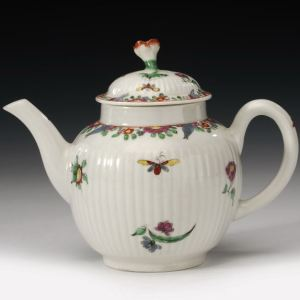 ANTIQUE WORCESTER PORCELAIN FLUTED BODY TEA POT