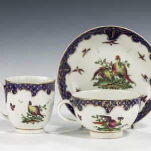 ANTIQUE WORCESTER PORCELAIN TRIO WITH FABULOUS BIRDS PATTERN