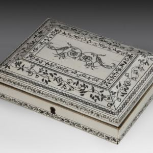 ANTIQUE ANGLO INDIAN IVORY CASKET