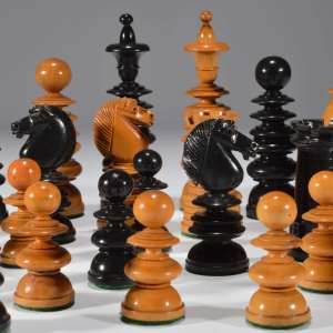 ANTIQUE CLUB SIZE CALVERT CHESS SET