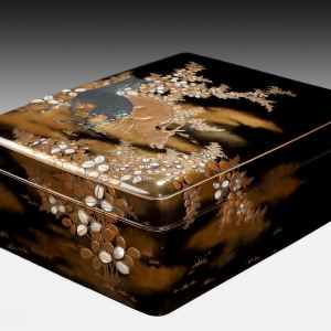 ANTIQUE JAPANESE LACQUERED WRITING BOX