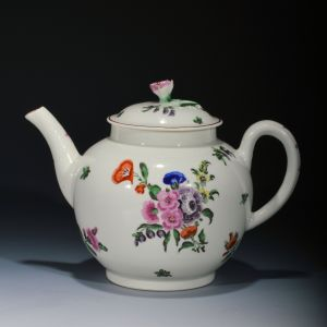ANTIQUE WORCESTER PORCELAIN TEAPOT PAINTED WITH FLOWERS