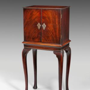 FINE ANTIQUE GEORGE II COLLECTORS CABINET ON STAND