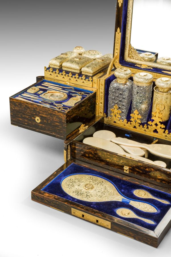 antique-dressing-case-Jenner-Knewstub-outstanding-engraved-silver-gilt-Queen-Victoria- (6)