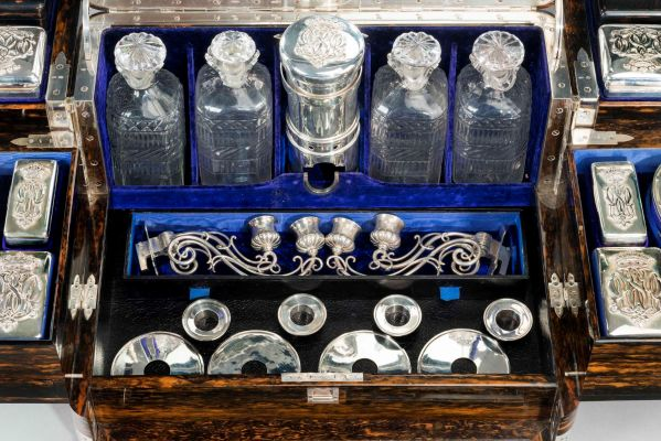 antique-dressing-travelling-case-Thornhill-silver-fittings-large-rare-Tient-Ferme-gentlemans-c (3)