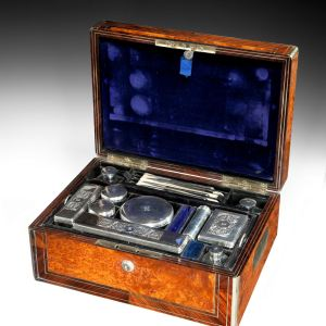 ANTIQUE AMBOYNA GENTLEMANS TRAVELLING DRESSING CASE