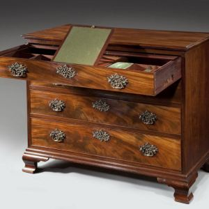 ANTIQUE GEORGE III MAHOGANY FITTED DRESSING CHEST OF DRAWERS
