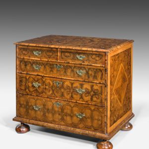ANTIQUE WILLIAM AND MARY OYSTER CHEST OF DRAWERS