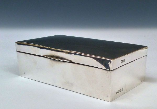 ANTIQUE EDWARDIAN SILVER CIGARETTE TABLE BOX