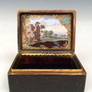 ANTIQUE GEORGE III TORTOISESHELL ORMOLU AND ENAMEL SNUFF BOX SNUFF BOX