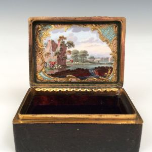 ANTIQUE GEORGE III TORTOISESHELL ORMOLU AND ENAMEL SNUFF BOX SNUFF BOX