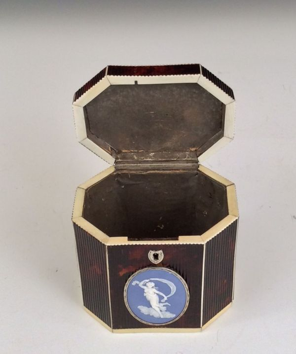 tea-caddy-tortoiseshell-ribbed-octagonal-antique-Wedgwood-plaque-5555_1_5555