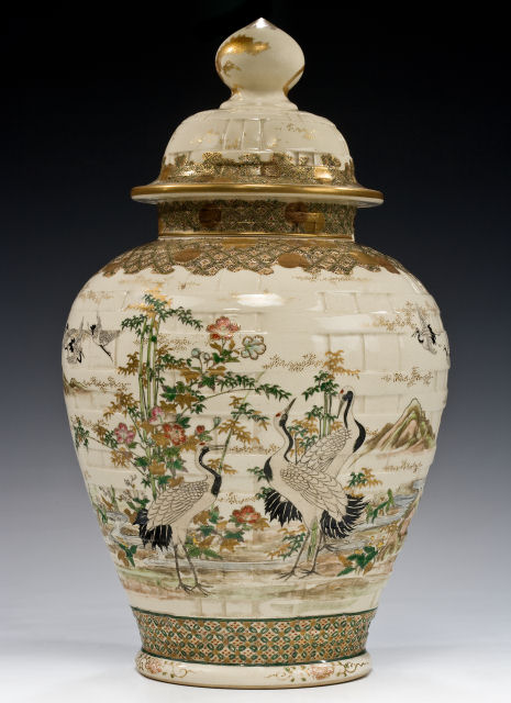 LARGE JAPANESE VASE & COVER BY TAIZAN