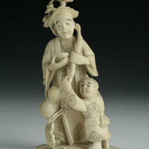 JAPANESE IVORY OKIMONO OF A MAN AND CHILD
