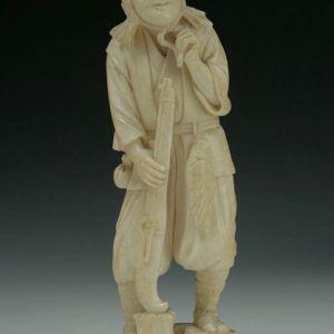 JAPANESE IVORY OKIMONO HUNTER