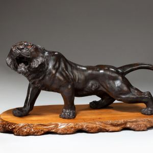 ANTIQUE JAPANESE SEIYA BRONZE FIGURE OF A CROUCHING TIGER
