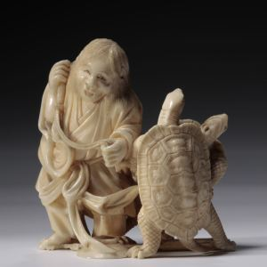 JAPANESE IVORY OKIMONO OF A MAN AND TURTLES