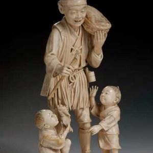 JAPANESE IVORY OKIMONO OF A FISHMONGER