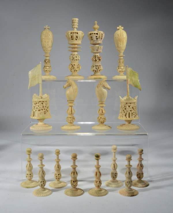 antique-chess-set-chinese-burmese-ivory-red-white-DSC_9445