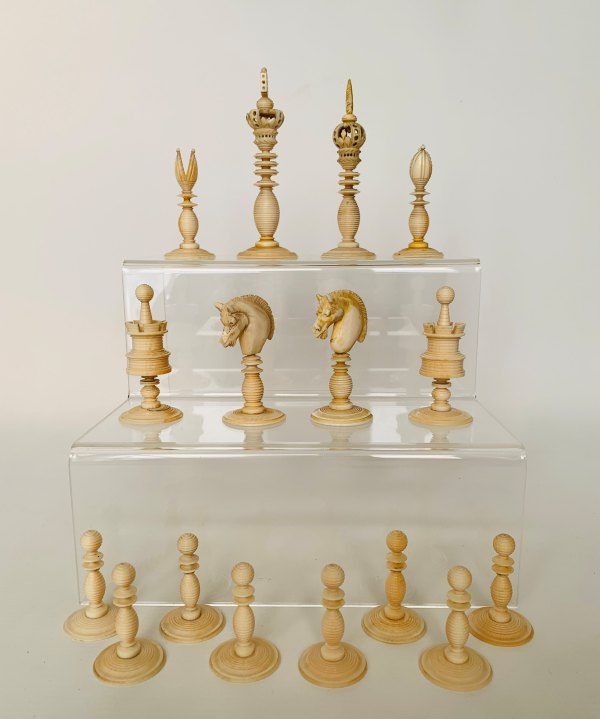 antique-chess-set-ivory-green-natural-stamped-william-lund-IMG_2912
