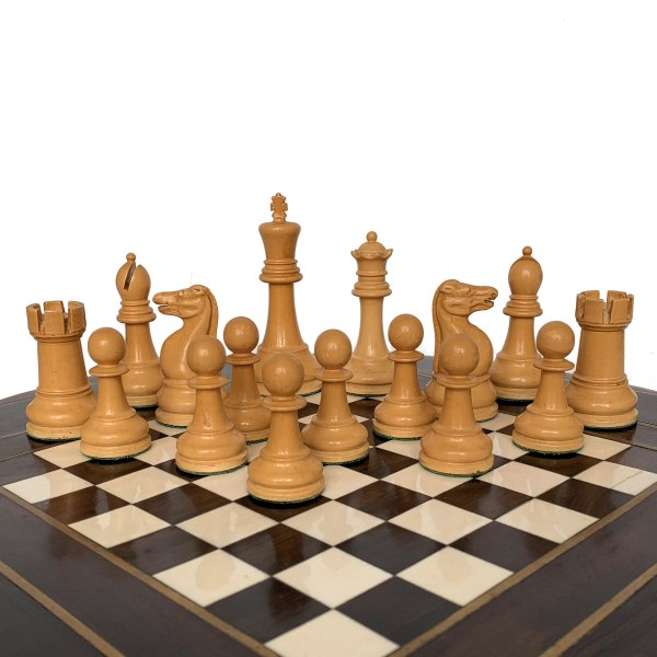 jaques-staunton-lacquered-chess-set-red-white-boxwood-green-label-IMG_3485a