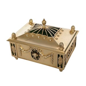 FIND ANTIQUE SILVER AND CRYSTAL BOX FOR SALE IN UK