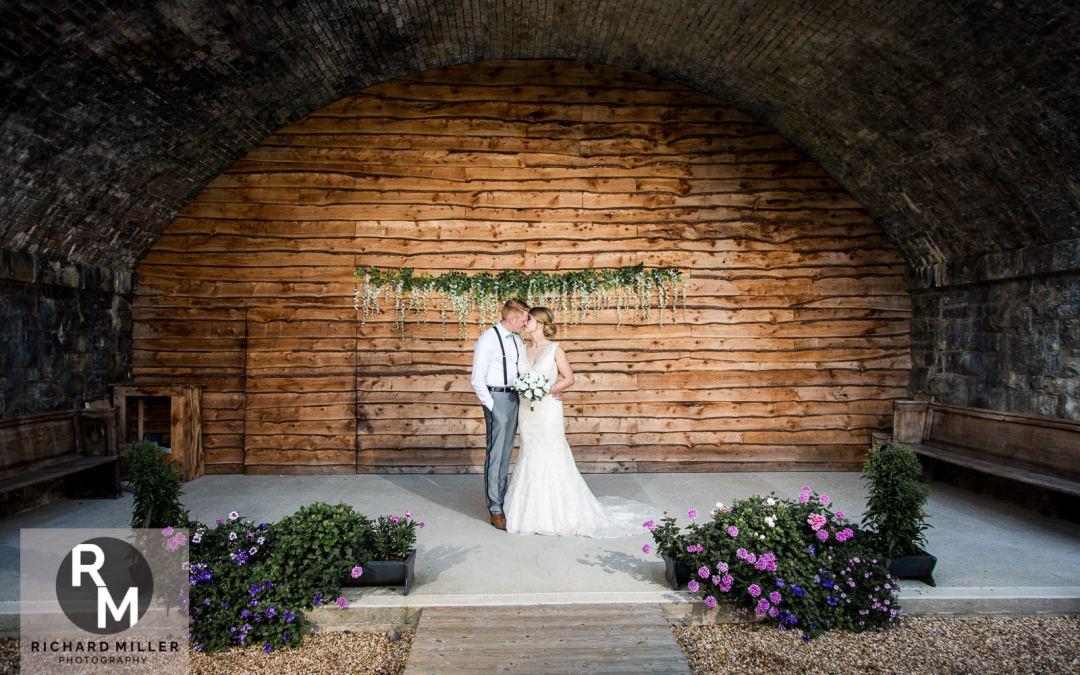 Tower Hill Barns Wedding Photographer – Hannah and Callum