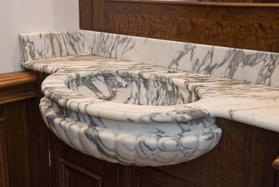 Scalloped basin