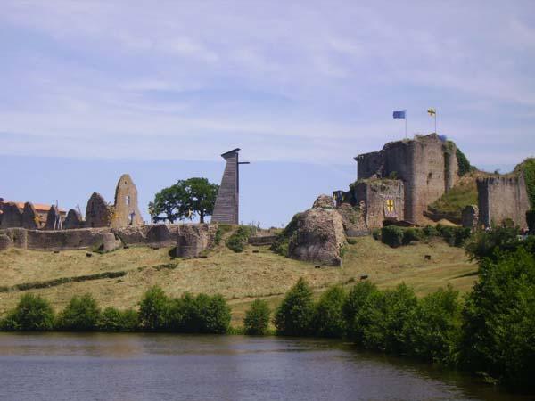 https://i2.wp.com/www.richesheures.net/epoque-6-15/chateau/85/tiffauges/tiffauges031ce.jpg