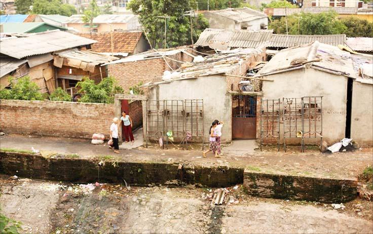 Urban-slum-Hanoi-Vietnam
