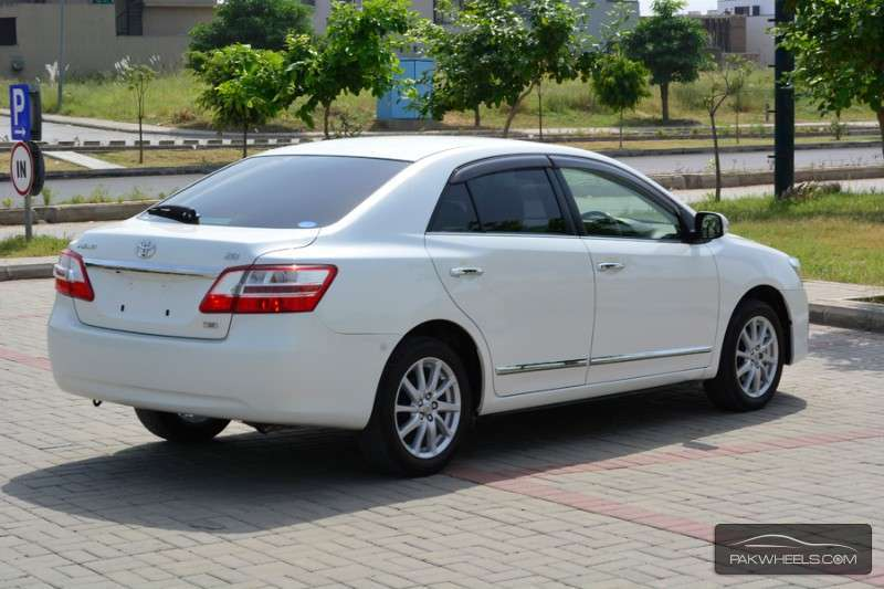 Toyota Premio luxurious car
