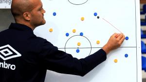 Coach en tactiek (plaatje van http://www.dvdfussballtrainer.de/)