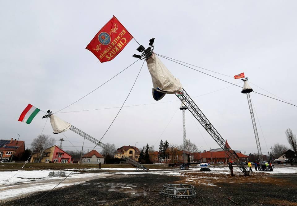 4 árbocos cirkuszi sátor felállítása