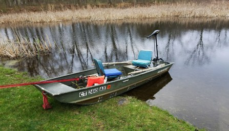 Jimfish's pond boat ready to take on the day.