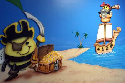 mural-piratebees-01
